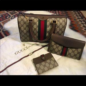 Authentic Gucci Monogram w/Accesories